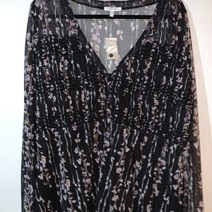 🌼🌼 black floral Maurice's blouse size 1